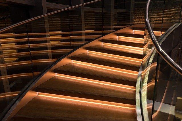 lumière escalier nocturne : décoration escalier par LED