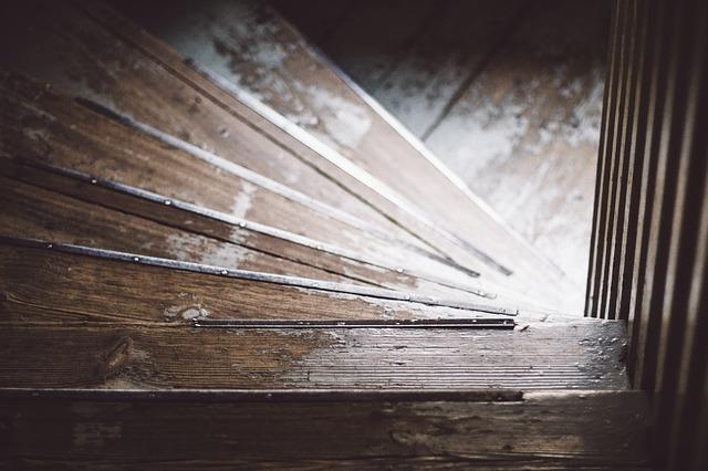 décorer escalier intérieur bois