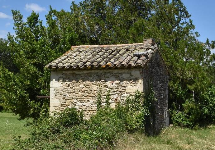 fabrication cabane de jardin en pierre